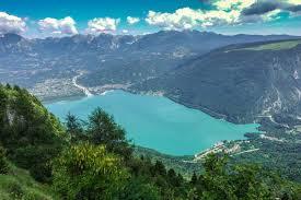 Lago di Santa Croce - La location